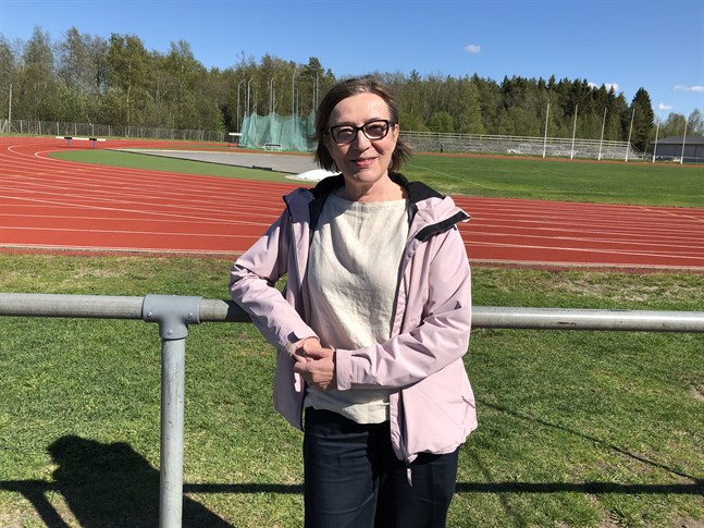 Helinä Marjamaa går snart i pension från sitt jobb som kyrklig tjänsteman. Hon har representerat Finland i två OS, ett VM och två EM. Marjamaa har det finländska rekordet på 100 meter.