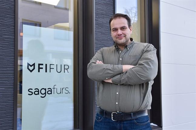 Steven Frostdahl är informationschef för Svenska Österbottens pälsdjursodlarförening.