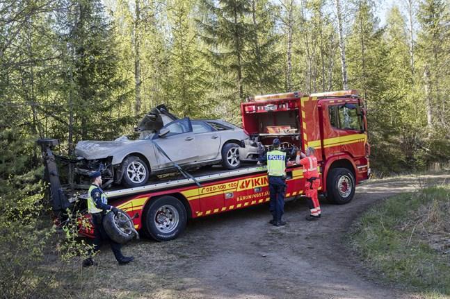 Bilen har nu bärgats från platsen.