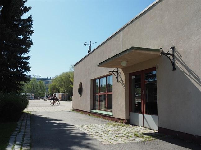 Den tidigare fiskhallen på Salutorget kommer att bli en knutpunkt för turismen och kafét kommer att ha en uteservering med 36 platser på torget.