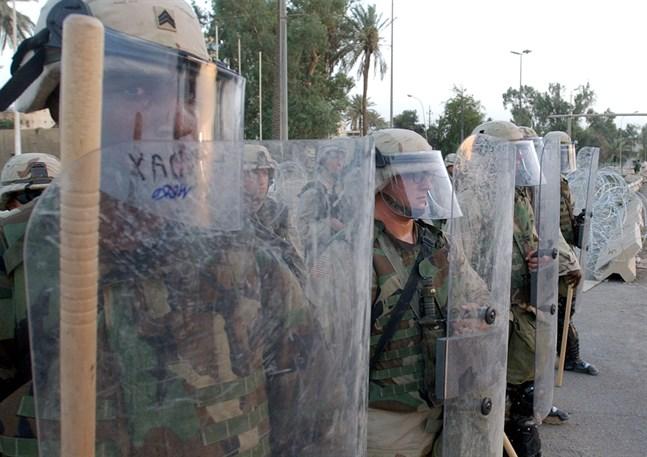 Amerikanska soldater kan kallas ut på gatorna i USA. Här i kravallutrustning i Bagdad. Arkivbild.