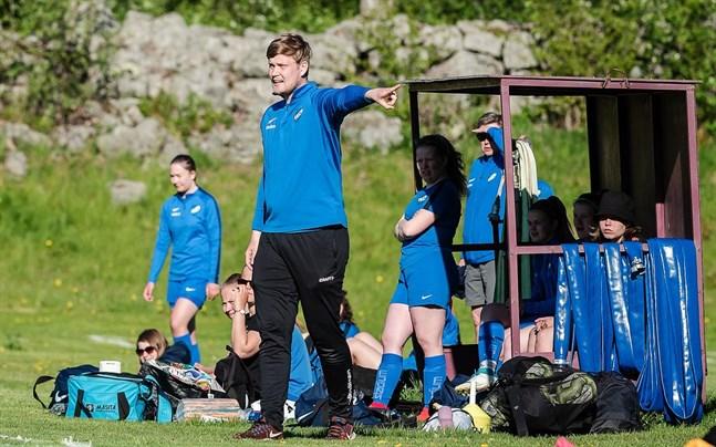 Patrik Kulla och hans Esse IK kommer till avspark i division två med en hård målsättning.