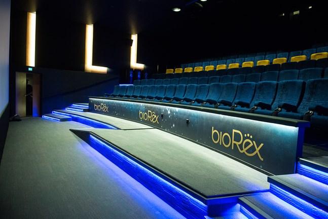 Den nyrenoverade biosalongen i Jakobstad kommer att stå tom till efter midsommar.