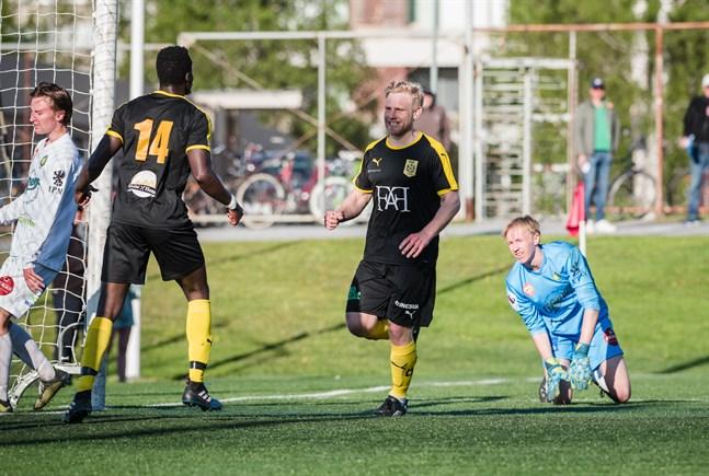 Thomas Kula spelar en central roll i NIK:s spel, här som målgörare i träningsmötet med JBK. Den matchen slutade 2–2.  I sommarens andra träningsmatch skåpade NIK ut gästande Jaro U23 med 13–2.