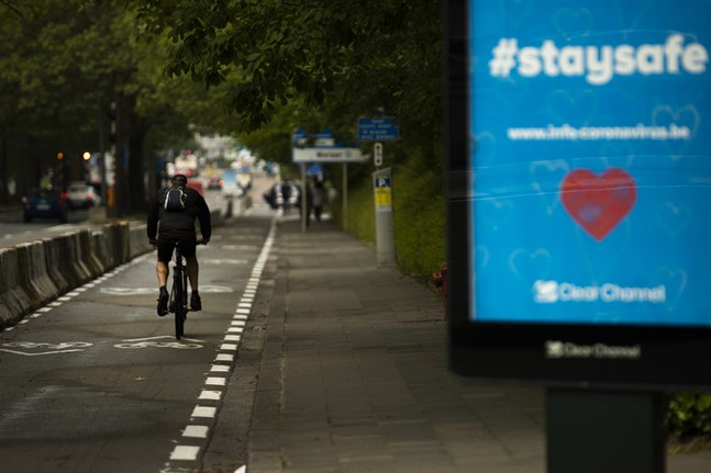 Som i många andra städer uppmanas Bryssels invånare att ta cykeln i stället för att åka kollektivt.