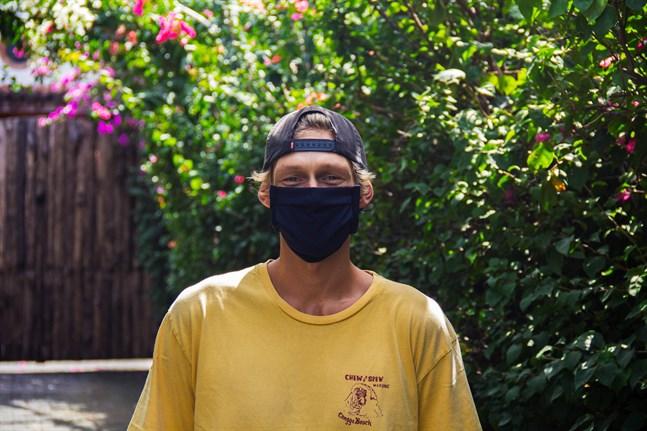 På Bali måste man ha på ansiktsskydd då man rör sig utanför boendet.