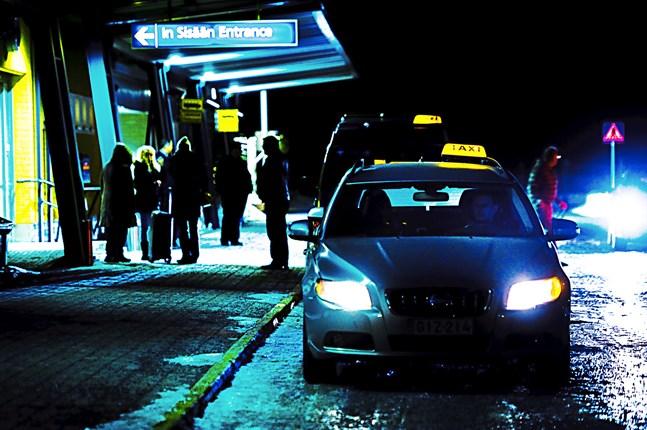 I dag diskuteras flygtrafiken till Kronoby på ett möte mellan Kronoby flyghangar och Finnair.