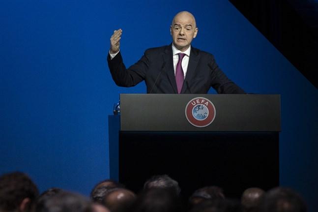Fifas ordförande Gianni Infantino stöttar spelarprotesterna i Bundesliga.