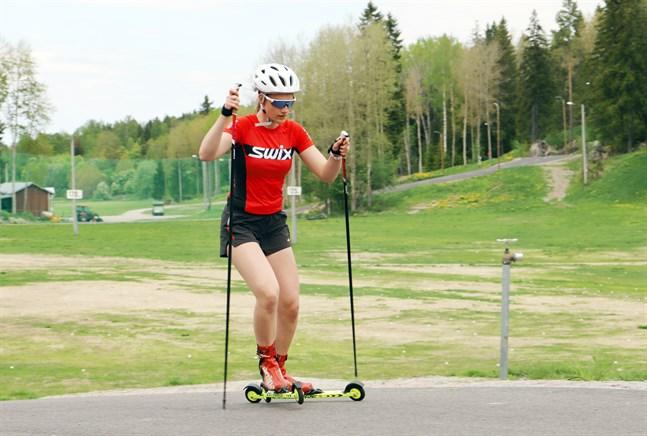 Förutsättningarna för rullskidor är perfekta i Vörå – men för ordentlig hoppträning är det Lahtis eller Kuopio som gäller.