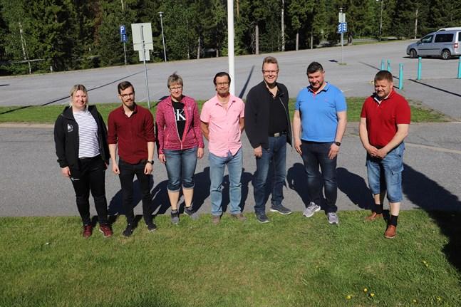 Teamet som jobbar för höstens motionsjippo: Jessica Strandholm och Niclas Portin (idrottsledare på Korsholms kommun), Elisabeth Wiklund, (idrottsinstruktör på Korsholms kommun), Mika Lehtonen (chef för idrottsverksamheten på Vasa stad), Mikael Österberg (fritidschef på Korsholms kommun), Tomislav Krstevski (Folkhälsan) och Michael Lyyski (direktör på Vasaregionens arenor).