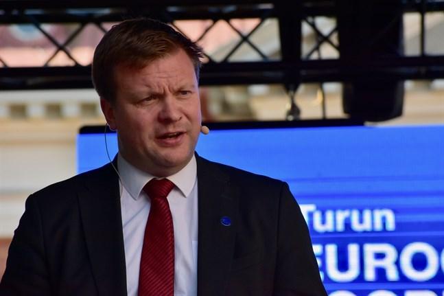 Utvecklings- och utrikeshandelsminister Ville Skinnari (SDP) deltog för Finlands del i den globala vaccinalliansen Gavis toppmöte på torsdagen. Arkivbild.