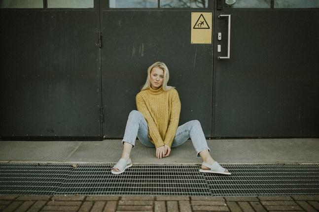 Vid 19 års ålder har Alva Nygård lärt sig mer om vad hon tycker om att sjunga. Numera släpper hon musik under artistnamnet Alva Elle.