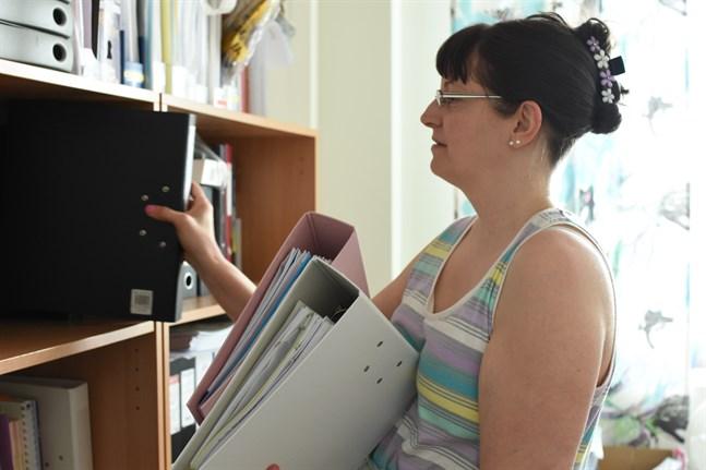 Språkläraren Mona-Lisa Björkbacka förvånades över hur mycket intresse det fanns för att lära sig svenska i Närpes.