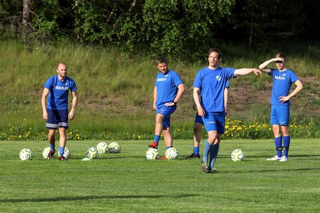 Esse IK siktar på serieseger. Matts Pettersson drog torsdagens träningspass i Ytteresse.