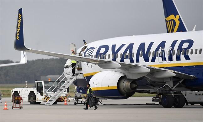 Ryanairchefen Michael O'Leary kommer inte ställa in flygningar i juli och augusti även om brittiska karantänsregler finns kvar då. Arkivbild