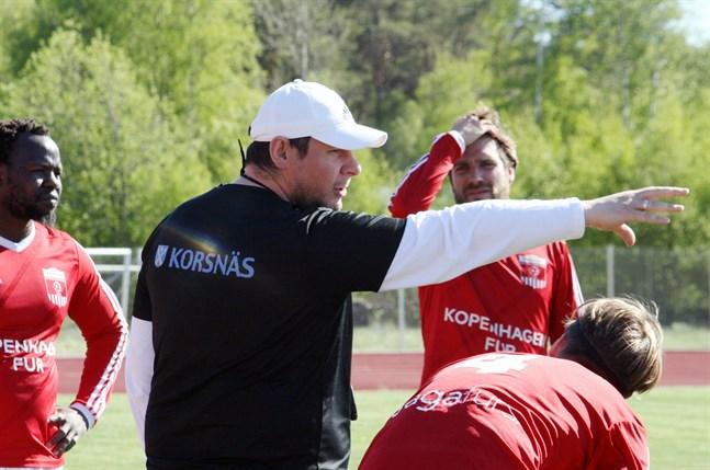 Korsnäs FF fick chansen att fortsätta i division 3 då Esse IK valde att hoppa av serien. Tränaren Tomislav Krstevski tror att laget kan överraska i årets serie.