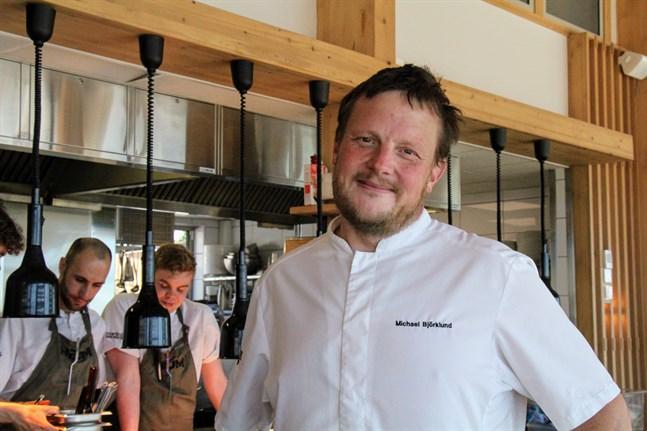 """Robinsonvinnaren och stjärnkocken Michael """"Micke"""" Björklund delar med sig av sina bästa tips inför internationella picknikdagen."""
