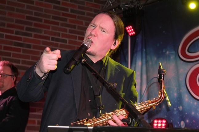 Tom Käldström har spelat in en ny skiva med dansbandet Tommys.