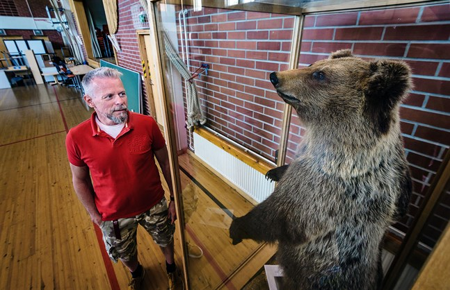 Kari Rönnqvist, rektor på Risö skola, såg aldrig björnen i liv. Men han fick en arbetsdag som han inte kommer glömma.