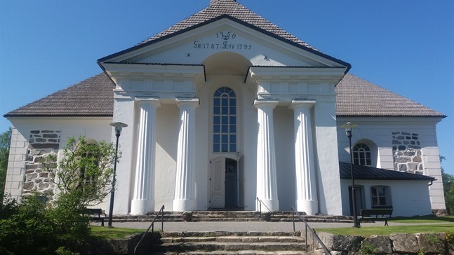 Calcanten brukar ordna orgelkonserter i Pedersöre kyrka om somrarna.