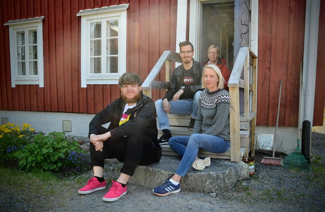 Korsholms kultur och fritid låter människor följa mördarnas fotspår. Geir Byrkjeland, Niclas Portin och Annica Reini har planerat evenemanget. Till sin hjälp i Vallgrund har de haft Ulla-Britt Sandström. Hon är styrelsemedlem i föreningen Skräddar-Antas.