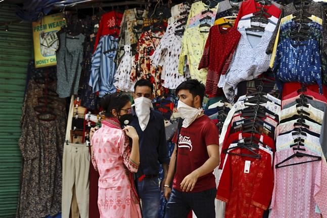 Indiska megastaden Delhi varnar för 500000 smittfall av covid-19 i slutet av juli.