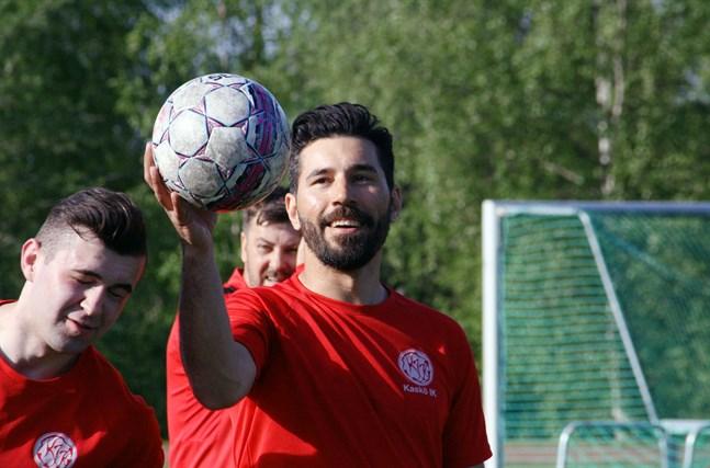 Mittfältseleganten i Kikken Vanja Pobor blir tränare för Kaskö IK:s futsallag, som anmält sig till division 4.