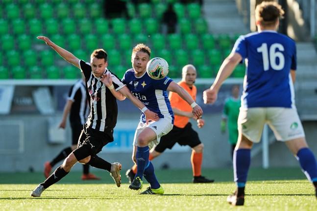 Jonas Pitkäkangas, här mot VPS, blev otursgubbe i första halvlek borta mot Kemi City FC.