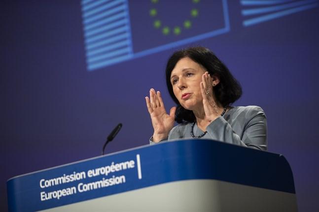 Vera Jourová, EU-kommissionär för öppenhet och värderingar, anser sig ha klara bevis för att Ryssland och Kina ägnar sig åt desinformationskampanjer kring coronaviruset.