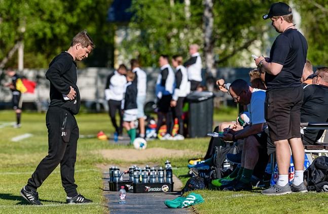 Tränarna Jani Uotinen och Niko Kalliokoski i KPV kan luta sig mot den klart största spelarbudgeten när division 1 sparkar igång i helgen.