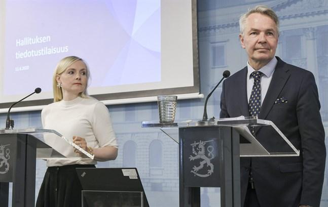 Inrikesminister Maria Ohisalo (Gröna) och utrikesminister Pekka Haavisto (Gröna) beklagade att reserestriktionerna för Sverige ännu inte kan hävas.