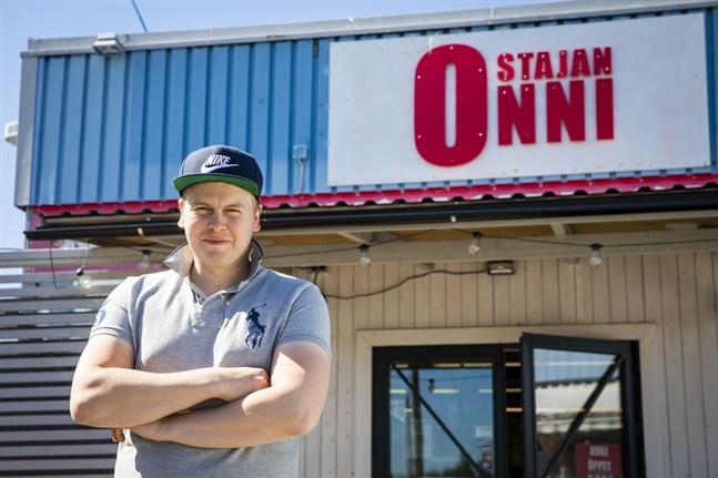Daniel Hautaoja säger att Ostajan Onni är Smedsbys eget lilla varuhus.