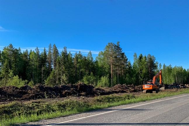 Den fyrahundra meter långa bullervallen ska vara helt klar i september i år.