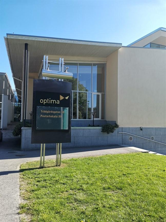 Under tisdag och onsdag har en person konstaterats vara smittad av coronaviruset vid Optima i Jakobstad.