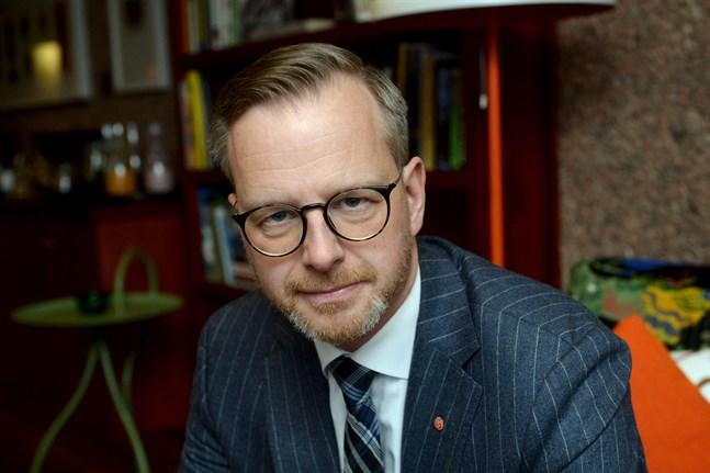 Sveriges inrikesminister Mikael Damberg hade föredragit att Finland häver reserestriktionerna för resor till Sverige.