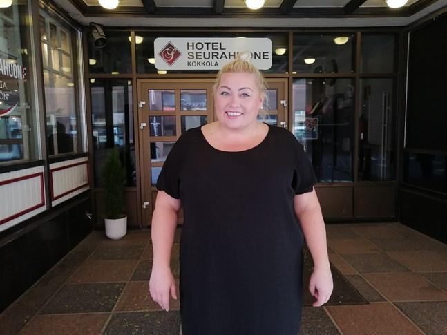 Anne Katajalaakso såg liksom andra hotellägare bokningskalendern tömmas på en gång då restriktionerna trädde i kraft.
