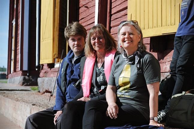 Jukka Tiainen, Sari Pukkila och Anita Kronqvist delar intresset för fyrarna och skärgården.