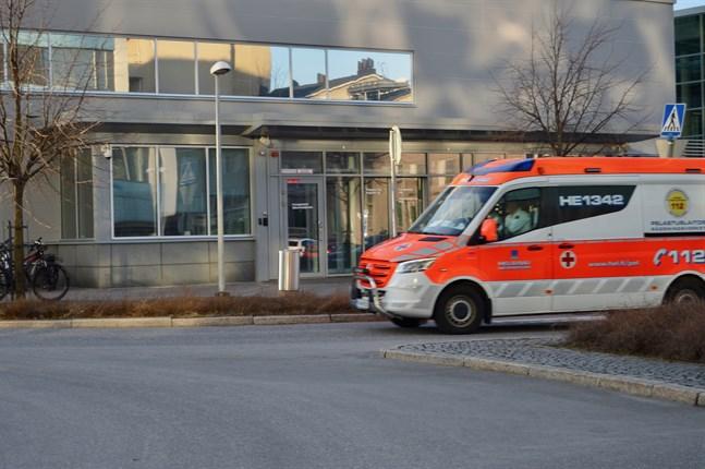 Nu vårdas sammanlagt 22 coronadrabbade personer på landets sjukhus, vilket är 4 färre än för ett dygn sedan. Av de 22 patienterna behöver 3 intensivvård.