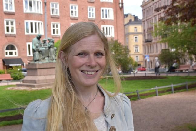 Folkmusikern Sofia Joons jobbar på en doktorsavhandling om den estlandssvenska vistraditionen och dess inverkan på den egna identiteten.