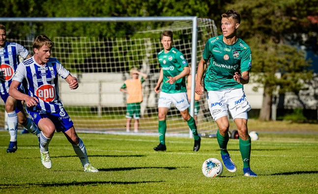 Harri Heiermann med lädret under full kontroll i cupmötet med HJK den 16 juni.