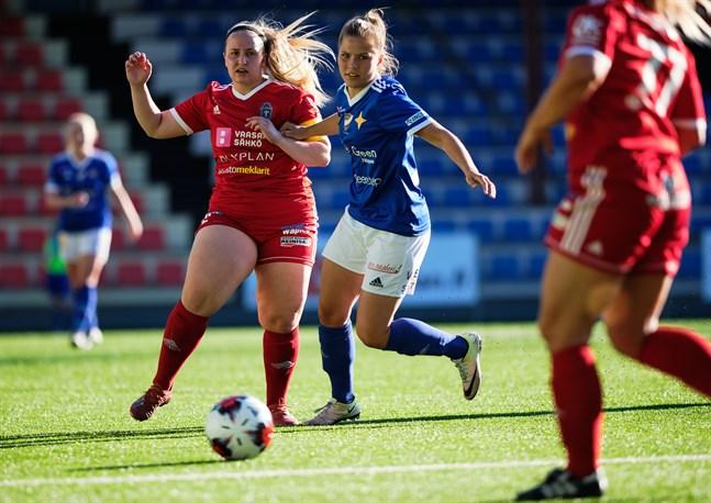 Salla Talonpoika, FC Sport-j, och Fanny Forss, Vasa IFK, kommer mötas i ett Vasaderby om en vecka.