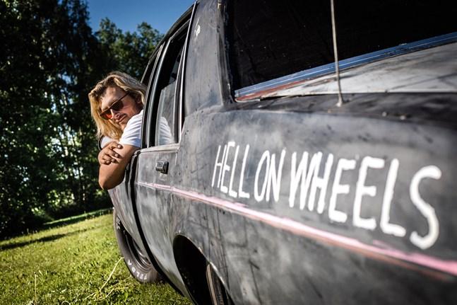 Namnet Hell on Wheels gavs av William Smeds vän.