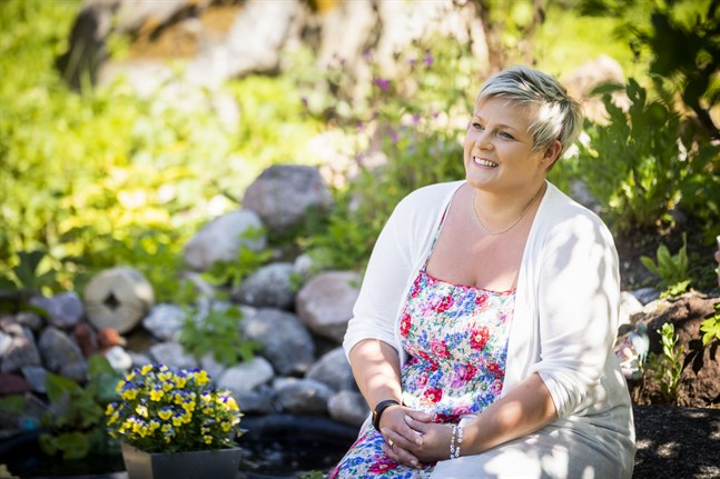 Lotta Borg tycker om att lyssna på svensk vispop. I den stilen går många av låtarna på hennes kommande debutskiva.