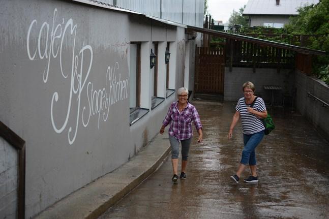 Röda Korsets loppis i Närpes ska flytta från Björkmans till den källare där bland annat Café J & P och Bar 32 funnits. Siv Kaikuranta och Helena Böling är i full gång med att planera flytten.