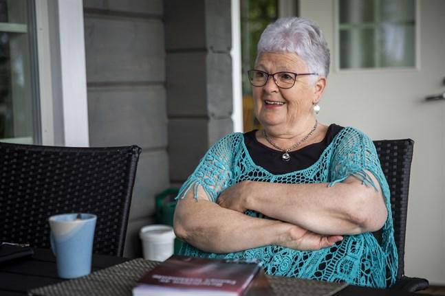 Marita Bagge låter inte tangentbordet vila. Hon blev pensionär från Vasabladet för fyra år sedan men fortsätter skriva. Nu är hon aktuell med andra boken om Vöråbon Fanny Smeds och några av dem som fått stipendier av studiestödsstiftelsen.