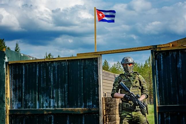 Airsoft kan spelas på olika sätt. Det kan bland annat gå ut på att stjäla motståndarens flagga.
