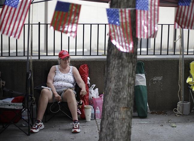 Trumpsupportern Rose Brown är en av dem som campat utanför arenan för att vara säker på att få plats när Donald Trump på lördagen inleder sin omvalskampanj.