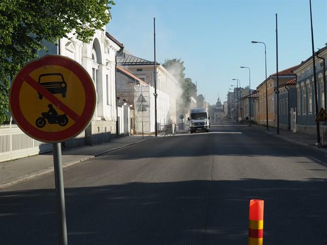 Storgatan är avstängd på måndagsmorgonen.