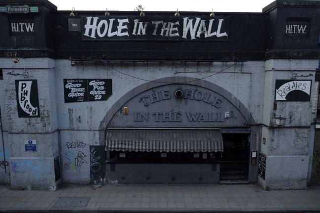 "Puben ""Hole in the Wall"" i London har hållits stängd under pandemin. Arkivbild."