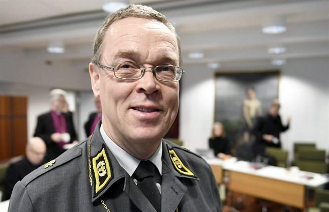 Försvarsmaktens fältbiskop Pekka Särkiö ansvarar för kyrkliga frågor inom armén.